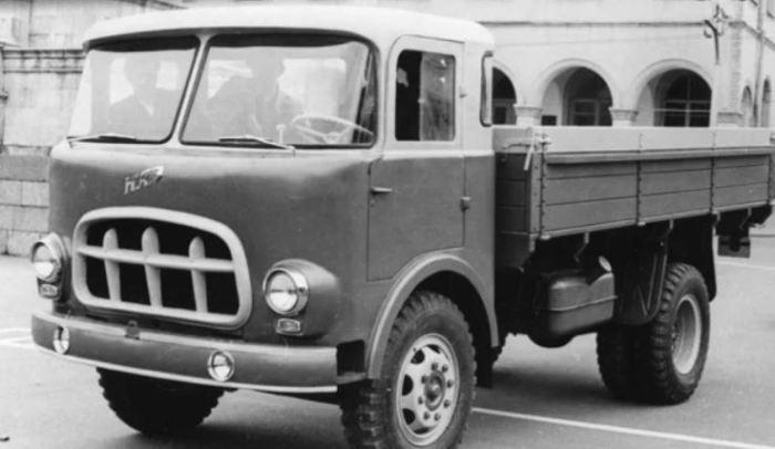 Похож КАЗ 606 на чешского собрата.