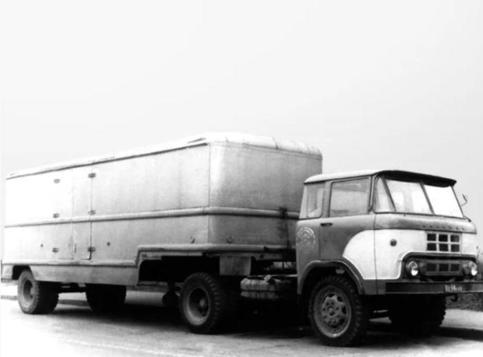 КАЗ 606 стал седельным тягачом.