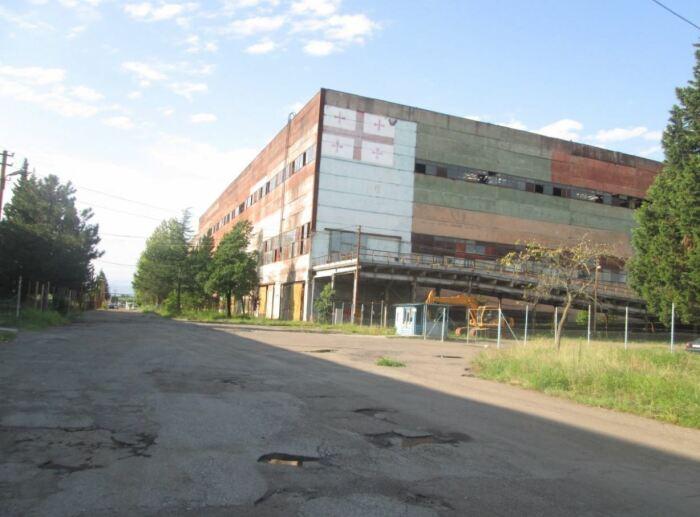 Большинство цехов или распродано, или ветшает.  Фото: turbina.ru.