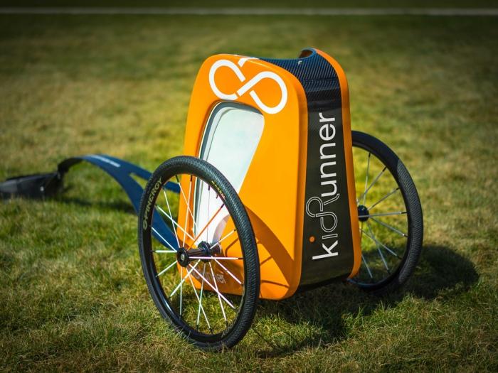 Буксируемая коляска kidRunner.