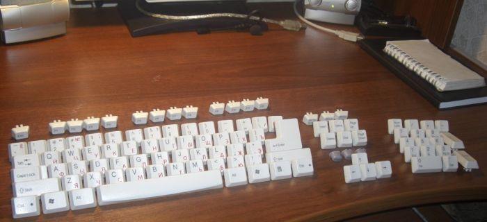 Чистить клавиатуру надо регулярно.