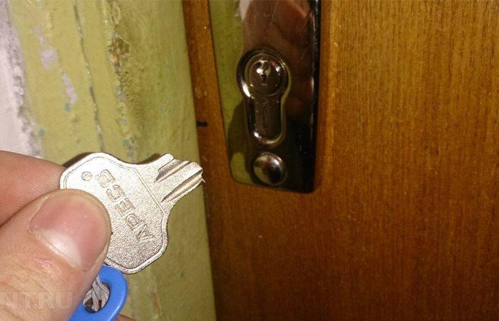 Сломался ключ в замке.