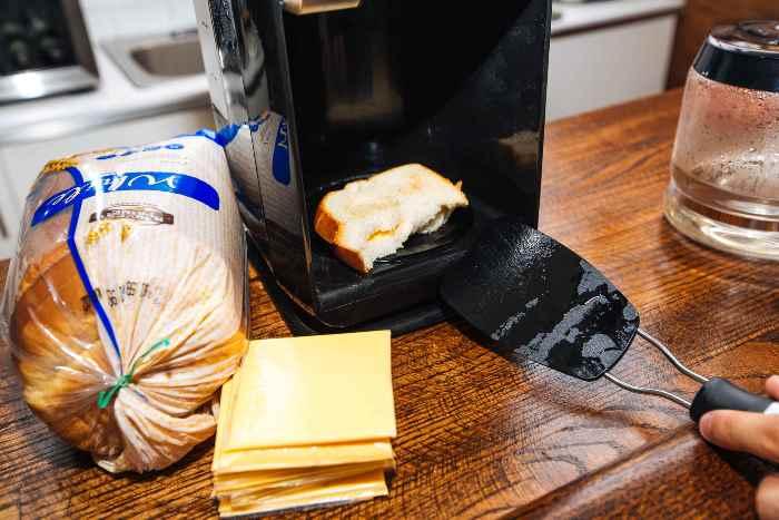 Сэндвич, приготовленный в кофеварке.