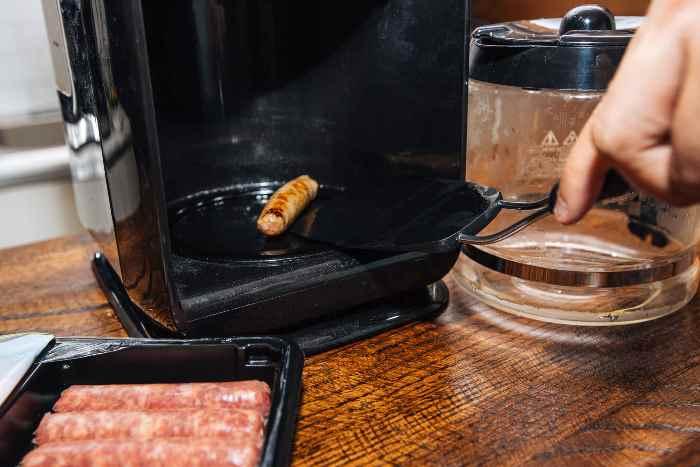 Колбаски, тоже можно приготовить в кофеварке.