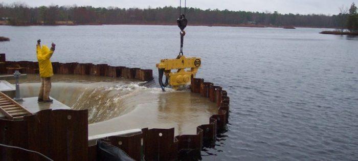 После окончания работ коффердам затапливаются и снимают. |Фото: pilebuck.com.