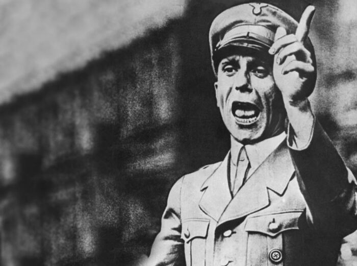 Немцы хорошо подготовились к войне, в том числе идеологически. |Фото: ya.ru.