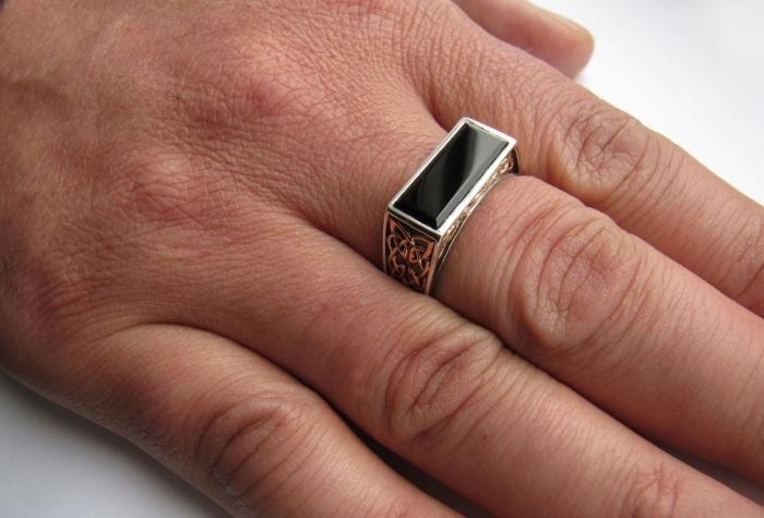 Очень важно правильно выбрать палец. |Фото: wlooks.ru.