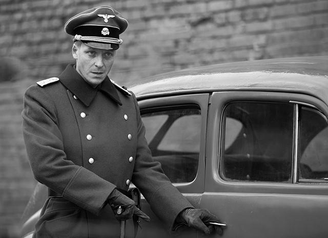 Немцы носили слева. |Фото: hellomagazine.com.