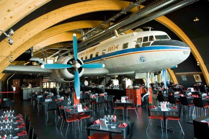 Иногда самолеты превращают в что-то новое. |Фото: visitsmolensk.ru.