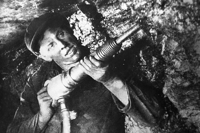 Советские шахтеры получали нешуточные деньги. |Фото: anrb.ru.