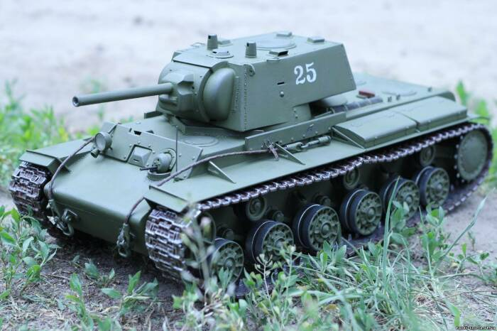 О КВ-1 вспоминают нечасто. |Фото: tanki-smela.at.ua.