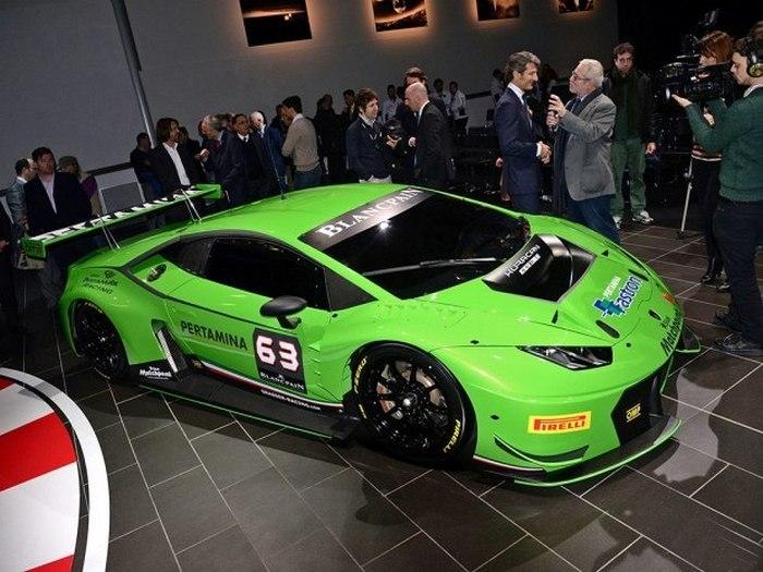 Lamborghini Huracan GT3 на выставке.