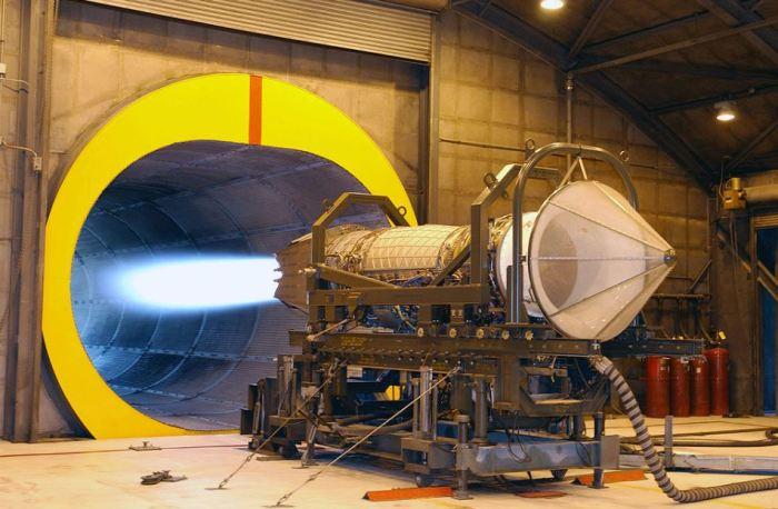 Вне самолета у двигателя Раптора тоже синее пламя. ¦Фото: yandex.ua.