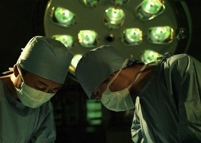Японка обгорела, испустив газы во время лазерной хирургии.