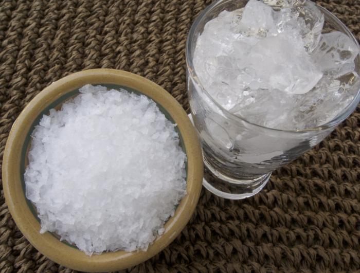 Все, что надо - это соль и лед. |Фото: foodandtools.com.