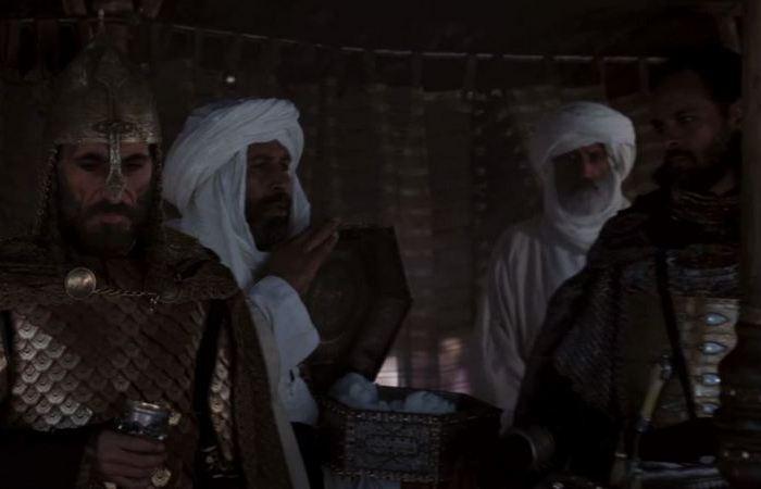 Тот самый момент со льдом из шкатулки посреди пустыни. |Фильм: Царство небесное. Ридли Скот. 2005 год.