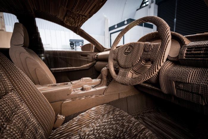 Картонный Lexus IS может ездить.