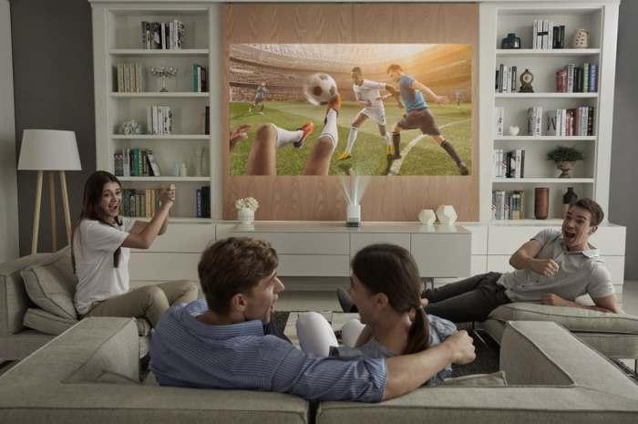 Проектор, который с легкостью заменит телевизор.
