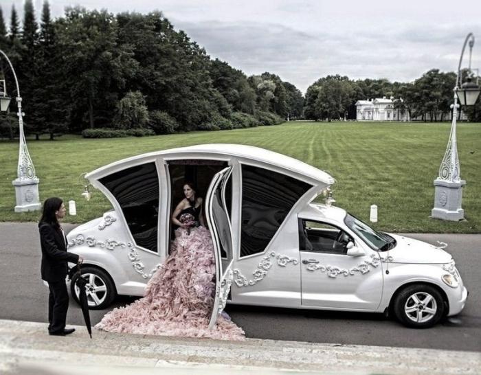 Роскошный автомобиль для роскошных свадеб.