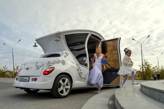 Необычная свадебная машина.