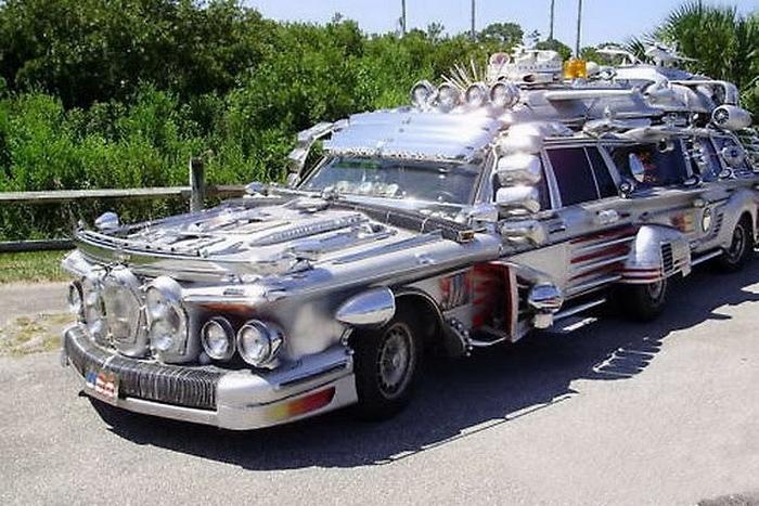 Лимузин Mercedes.