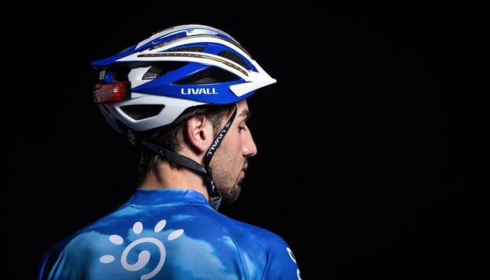 Шлем Livall, посылающий сигнал SOS.