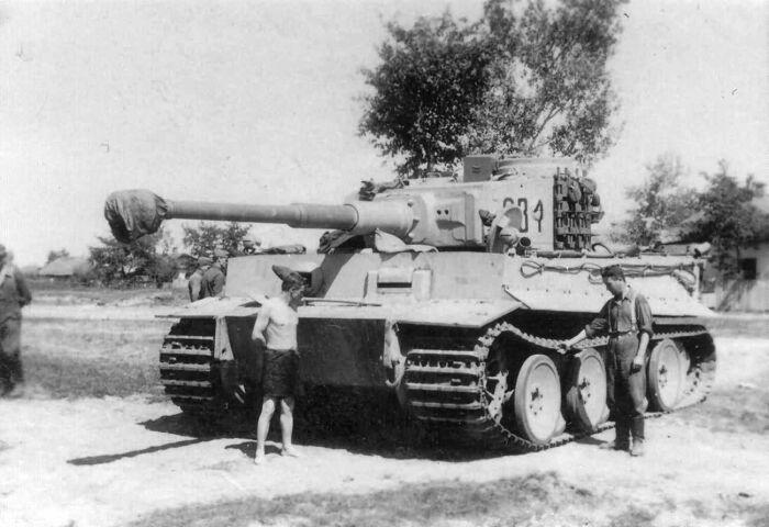 Первый Тигр был ответом на советские тяжелые танки. |Фото: tr.pinterest.com.