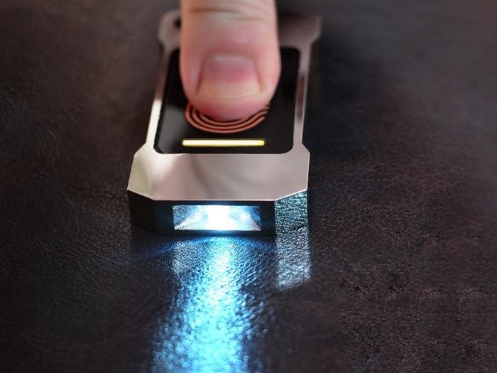 Lumen - фонарик, которому не нужна батарейка.