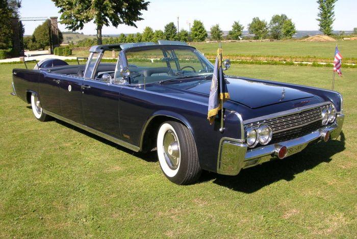 Lincoln Continental Limousine - автомобиль, запятнанный кровью американского президента.