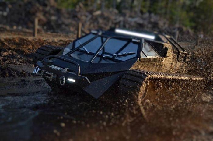 Ripsaw EV2: любая грязь по плечу.