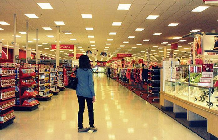 Сегодня в магазине большие скидки.