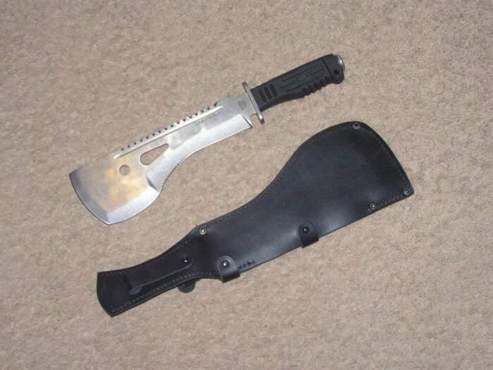 И лопата, и топор. |Фото: aminoapps.com.