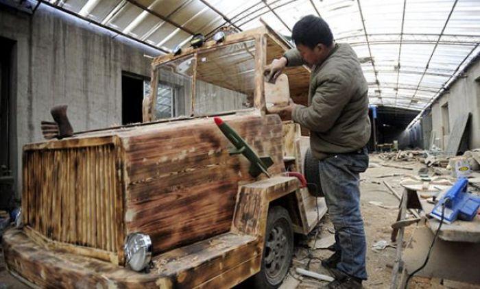 Китайский плотник за работой.