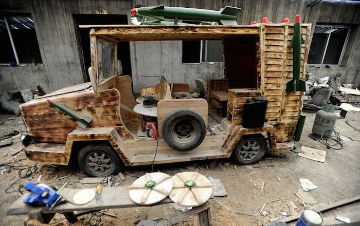 Деревянный электромобиль Лю Фулонга.