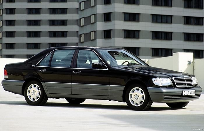 Родом из 90-х: Mersedes S600.