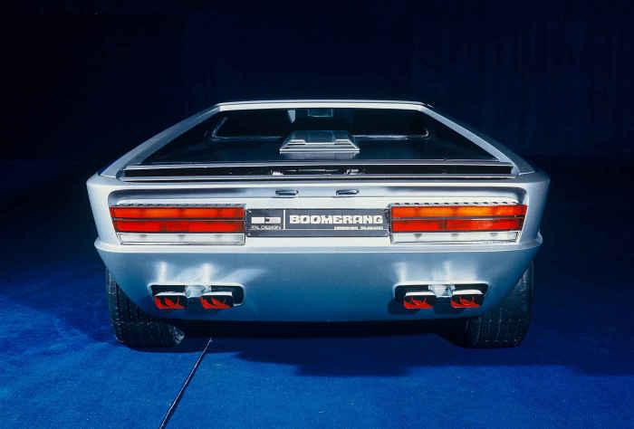 Maserati Boomerang: стеклянный люк и неожиданные формы.