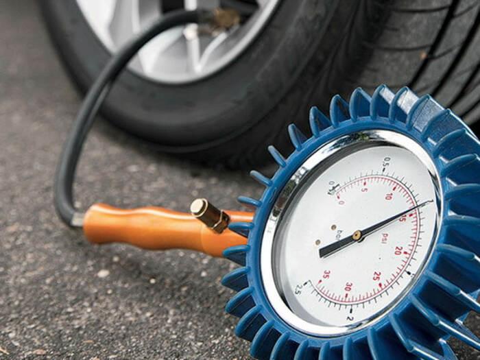 Нужно постоянно следить за давлением.  Фото: automobile-zip.ru.