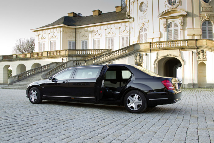 Глава России пока ездит на Mercedes S600 Pullman Guard.
