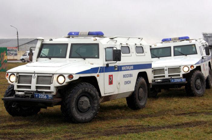Отечественный бронемобиль полиции.