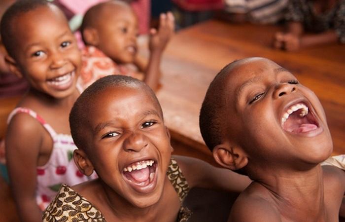 Массовая истерия: эпидемия смеха в Танганьике.