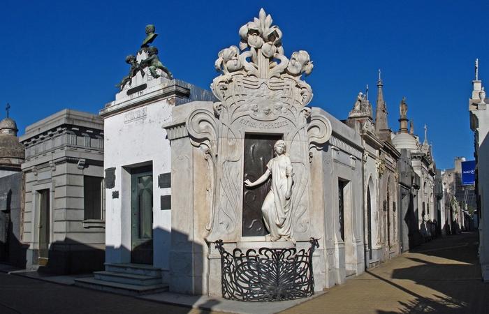 Усыпальница Руфины Камбасерес в Аргентине.