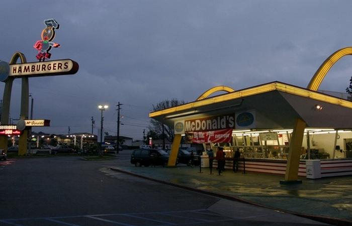 Первый ресторан McDonald's.