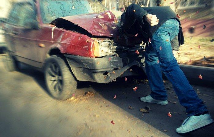 Ошибка: не обращаться за медицинской помощью после автомобильной аварии.