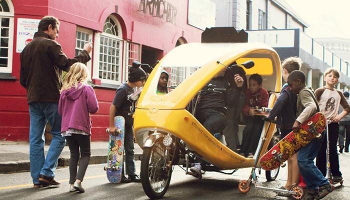 Mellowcabs - бесплатное такси-электроцикл с рикшей и геотаргетированной рекламой.