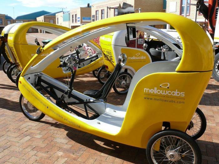 Бесплатное такси с геотаргетированной рекламой.