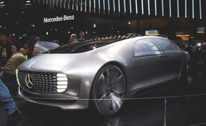 Суперконцепта Mercedes F 015 Luxury.