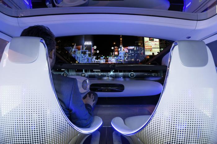 Mercedes-Benz F 015: удобное управление в любое время суток.