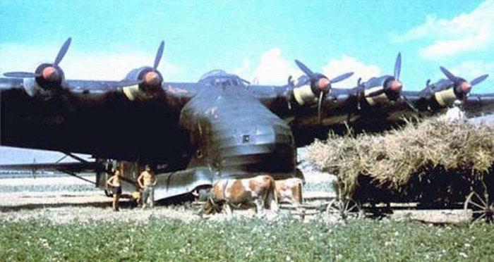 Экипаж Messerschmitt Me 323 отдыхает.