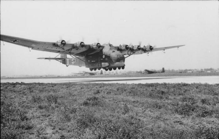 Cверхтяжелый транспортный самолет Messerschmitt Me 323 Гигант.