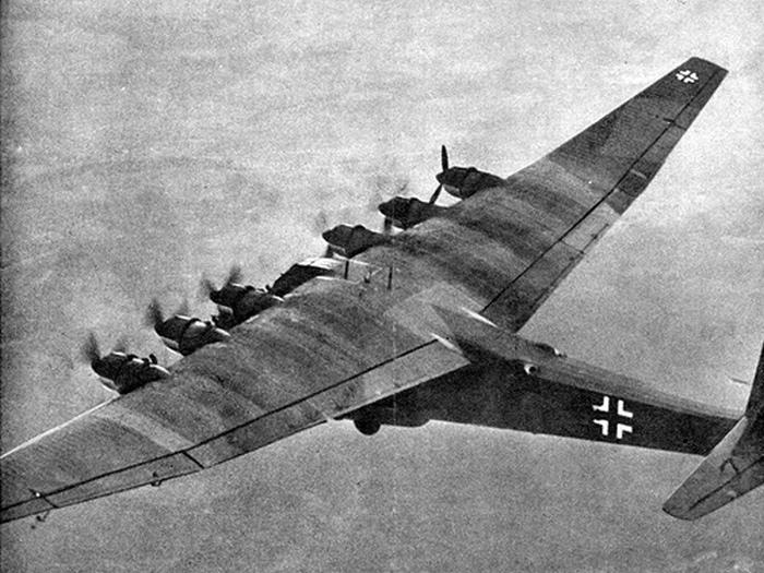 Messerschmitt Me 323 в воздухе.